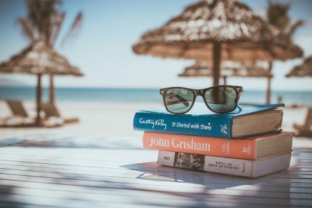 Livres sur la plage.jpg